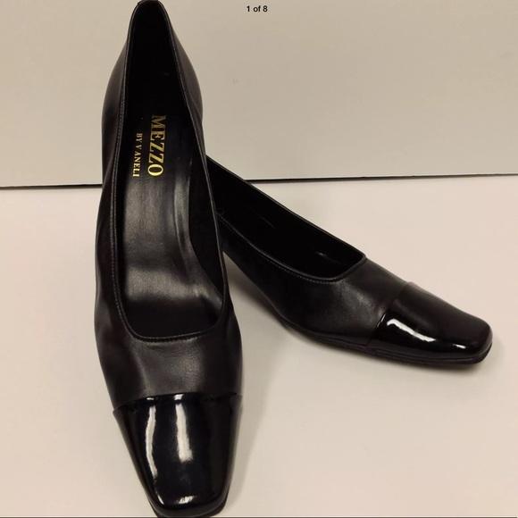 d64d58a8e5cd Mezzo by Van Eli black pumps with patent toe